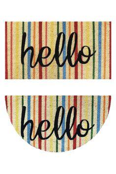 """Zerbino in cocco con fondo in vinile - Stampa multicolor """"Hello"""". Disponibile in forma rettangolare e a mezzaluna."""