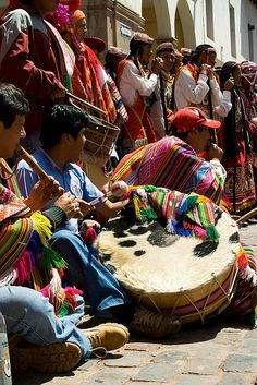 Peru. Playing the drums and other instruments and sing in groups of circles. Category: Sounds in Peru