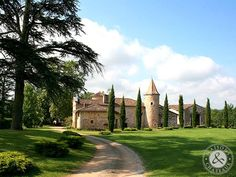Rare Domaine comprising a Chateau and Manor in property of 10 Ha near Toulouse