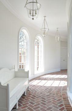 Tiililattia sisätiloissa voi olla aika herkullisen kaunis. Meiltä löytyy aidot terrakotta-tiilet ja -laatat www.domusclassica.com