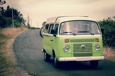 Going on a Sri Lanka road trip is a fun adventure that's often full of surprises. This article will give some top road trip planning tips. Vintage Campers, Camping Vintage, Road Trip Planner, Travel Planner, Travel Trip, Bus Travel, Disney Travel, Travel Luggage, Travel Backpack