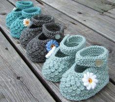 wunderbare-modelle-mit-gänseblümchen-fantastische-babyschuhe-mit-super-schönem-design-häkeln-tolle-praktische-ideen