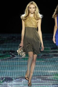 Versace Spring 2008 Ready-to-Wear Fashion Show - Natasha Poly
