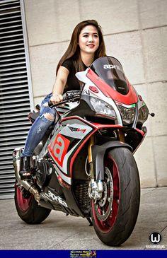 New Motorcycle Storage Pictures 60 Ideas Female Motorcycle Riders, Motorbike Girl, Motorcycle Style, Biker Chick, Biker Girl, Belle Nana, Custom Sport Bikes, New Motorcycles, Hot Bikes