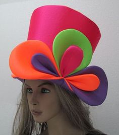Discover thousands of images about Publica tu búsqueda - Indumentaria - FEMENINA Crazy Hat Day, Crazy Hats, Mad Hatter Hats, Mad Hatter Tea, Mad Hatters, Alice In Wonderland Hat, Wonderland Party, Foam Wigs, Clown Party