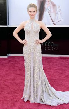OSCARS 2013: Amanda Seyfried walks the red carpet amazing dress!!!!!!!!!!
