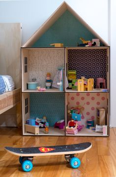 A Lovely Shared Room in Montreal – Petit & Small - Diy furniture beds Cardboard Dollhouse, Cardboard Box Crafts, Cardboard Toys, Diy Dollhouse, Cardboard Box Houses, Dollhouse Bookcase, Barbie Furniture, Dollhouse Furniture, Doll House Plans