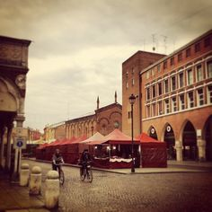 Ferrara, Piazza Trento Trieste: Christmas markets - Instagram by @Elisa Mazzini