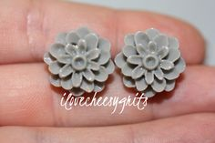 DOVE GRAY MUM Flower Earrings Daughter by ilovecheesygrits