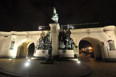 Het kunstwerk aan het ruiterstandbeeld van Leopold II aan de Drie Gapers kreeg…