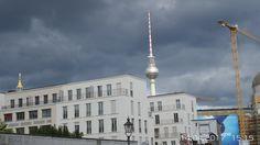 Mitte, neue Luxuswohnungen vor dem Schloß und Fernsehturm