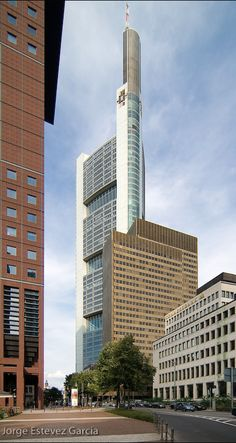 Commerzbank headquarters 1991 1997 frankfurt germany foster partners high rise - Commerzbank london office ...
