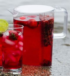 Make your own iced tea the natural way without added sugar.  Built in strainer keeps tea leaves and fruit separate.  Dishwasher safe and BPA free.