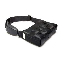 Pochette: cinture di sicurezza riciclate fodera interna chiusura con magnete tasca interna con zip - tasca interna aperta maniglia/tracolla allungabile e sganciabile