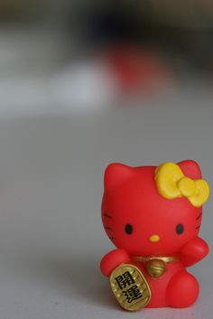 Hello Kitty Maneki Neko