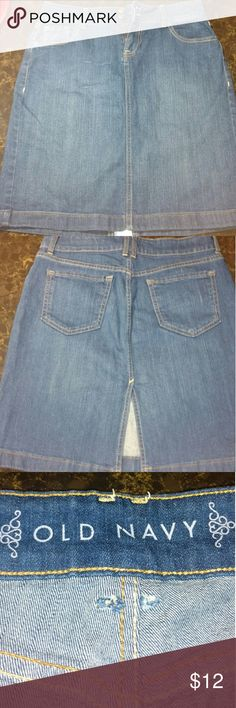Old Navy Denim Pencil Skirt Super cute denim pencil skirt, has front pockets and slit in back, gently used Old Navy Skirts Pencil
