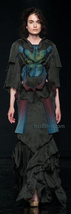 Absolutely blows my mind. Yiqing Yin F/W 2012 via Haute Macabre. Fashion Week, High Fashion, Fashion Show, Fashion Design, Paris Fashion, Style Couture, Couture Fashion, Yiqing Yin, Belly Dancer Costumes
