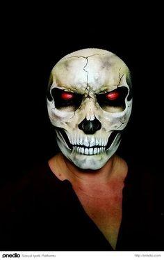 Makyaj Sanatçısı Nikki Shelley'den Beyin Bulandıran 23 Cadılar Bayramı Maskesi