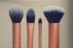 I finally decided to push this up on my priority of things to buy. The Real Techniques Core Collection Brush Set is by Samanthat Chapman of Pixiwoo (one Real Techniques Brushes, Core Collection, Brush Set, Things To Buy, Skincare, About Me Blog, Make Up, Queen, Nails