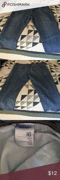 Old Navy Flirt Capris Sz 16 Worn but still in great condition. Very soft. 5-pocket styling. Old Navy Jeans