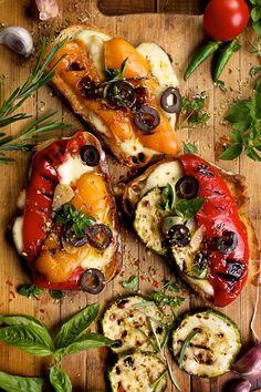 Bruschetta with grilled vegetables and herbs - Μπρουσκέτες με ψητά λαχανικά και αρωματικά