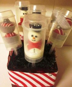 Snowman and Ornament cake ball push pops - Cake ball snow men and ornament cake balls inside of a push pop container. I used white glitter sparkles for the snow. Creative Christmas Food, Christmas Party Food, Christmas Goodies, Christmas Treats, Christmas Baking, Preschool Christmas, Christmas Time, Cake Push Pops, Push Up Pops