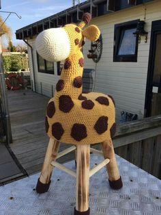 Scheepjes pittsburg, nld 4.5, 2 geel, 1 wit, 1 bruin Crochet Home, Knit Or Crochet, Cute Crochet, Crochet Dolls, Knit Rug, Crochet Baby Shoes, Knitting Accessories, Crochet Animals, Crochet Flowers