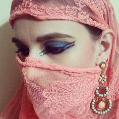 Maquiagem Árabe  #vaidosasdebatom #vaidosas #batom #blog #blogueira #blogger #tutorial #dicas #passoapasso #post #instablog #foto #selfie #beleza #beauty #maquiagem #make #makeup #cosmeticos #maquiador #caracterizacao #personagem #visual #tendencia #inspiracao #ideia #followme #pictures #festa #evento #mulher #homem #criança #adolescente #love #arabe #marroquina
