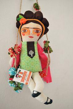 Frida: Muñeca de tela / Cloth doll | Mandarinas! www.mandarinasdetela.wordpress.com | #handmade #doll