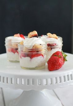 Cheesecake Bar Parfaits. Super easy to throw together, a perfect low cal treat!