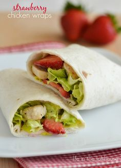 Light, crisp and refreshing grilled chicken wraps with… Strawberry Chicken Wraps! Light, crisp and refreshing grilled chicken wraps with sliced strawberries! – Life In The Lofthouse Delicious Sandwiches, Wrap Sandwiches, Grilled Chicken Wraps, Chicken Salad, Onigirazu, Little Lunch, Wrap Recipes, Easy Recipes, Dinner Recipes