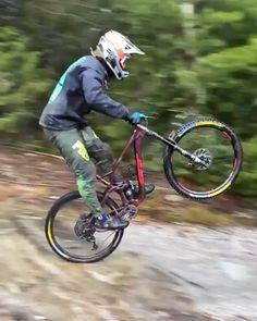 Mountain Bike Action, Mountain Bike Trails, Downhill Bike, Mtb Bike, Bmx Videos, Best Mtb, Bmx Cruiser, Biking With Dog, Moutain Bike