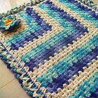 tapete-efeito-mini-- love the colors! Anyone understand Portuguese crochet terms?