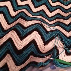 It's getting close to being finished.....#crochet #crochetlove #crochetaddict #instacrochet #blanket #crochettherapy #crochetofinstagram #handmade #madewithlove #customcrochet #chevron #crochetersofinstagram #crocheted #wip #lovetocrochet #ripple by chastastic3