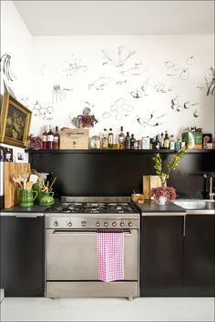 Matar el rato | La casa de Luis Galliussi en Madrid es un derroche de creatividad poco convencional. Llena de objetos encontrados a los que solo él encuentra una belleza oculta, le sienta como un guante.
