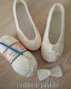Captivating Crochet a Bodycon Dress Top Ideas. Dazzling Crochet a Bodycon Dress Top Ideas. Diy Crochet Halter Top, T-shirt Au Crochet, Crochet Slipper Pattern, Crochet Sandals, Crochet Boots, Crochet Shirt, Crochet Slippers, Cute Crochet, Crochet Clothes