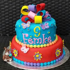 Cake for a dear friend of my daughter. Colorful and with flowers is what she wants, and what she is like.