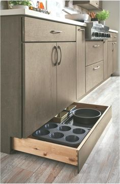 Kitchen Storage & Organization Whether you have a small or large kitchen, smart and stylish storage can help you make the most of your kitchen space. Tidy Kitchen, Small Apartment Kitchen, Messy Kitchen, Kitchen Storage Solutions, Kitchen Ideas, Kitchen Decor, Target Home Decor, Cute Home Decor, Ikea Hacks