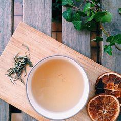 Il tè aiuta a concentrarsi e ha proprietà rilassanti. Può essere un valido aiuto in periodi stressanti o particolarmente impegnativi. Scopri perché.