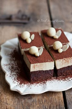 This is your recipe to make the elegant, delicious Amaretto Cappuccino Cake. LOOKS DelicIous but NO RECIPES! Sweet Recipes, Cake Recipes, Dessert Recipes, Cupcakes, Cupcake Cakes, Amaretto Cake, Kolaci I Torte, Food Cakes, Chocolate Desserts