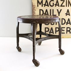 This is a cute little vintage industrial rolling stool. We love the shape and unique design and the vintage caster wheels make working with it a breeze. Handsomely weathered and in very good vintage condition. Modern Industrial, Vintage Industrial Decor, Industrial Living, Industrial Furniture, Design Industrial, Vintage Stool, Vintage Metal, Metal Stool, Style Deco