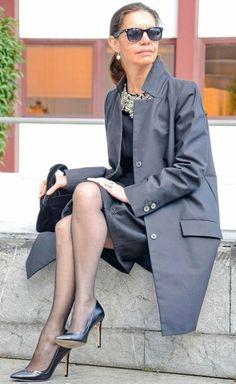 Исполнилось 50 лет – это не повод перестать модно и стильно одеваться и пользоваться макияжем. Главное – уметь одеваться соответственно своему возрасту, привнося в свой образ модные нотки. Составить правильный гардероб может любая женщина, надо только проявить желание. Стилисты советуют за основу гардероба брать классические и базовые вещи. Лучше не покупать дешевые вещи Следует помнить, […]