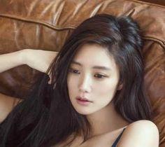Artis Seksi Clara Lee Asal Korea Yang Kontroversial Makin Terkenal