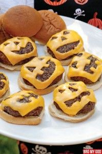 How simple, yet, I would have never thought of it! Halloween burgers!