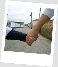 """""""Amo como ama o Amor. Não conheço nenhuma outra razão para amar senão amar. Que queres que te diga, além de que te amo, se o que quero dizer-te é que te amo?"""" Fernando Pessoa"""