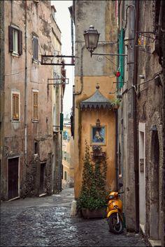 Vicolo di Tivoli - Lazio, Italy | by Ellen | via mostlyitaly