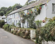Pretty cottages at Helford, Cornwall.