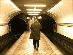 Glasgow underground - Never looks this good! Best Of Scotland, Glasgow Scotland, Edinburgh, Glasgow Subway, Honeymoon Trip, Boiling Point, U Bahn, Best Flooring, London Underground