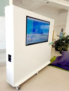 Whiteboard and digital TV screen and on wheels? Flexible whiteboard furniture is a slick solution for a modern office. Tv Furniture, Office Furniture, Furniture Ideas, Murs Mobiles, Office Dividers, Office Partitions, Grey Interior Doors, Movable Walls, Home Decor Ideas