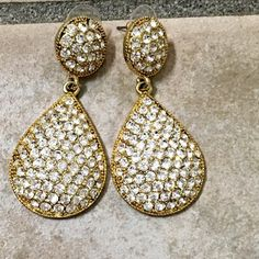 Stunning! New! Glamorous earrings!⚡️⚡️⚡️⚡️⚡️ Elegant and sparkly- set in gold tone- the perfect pair to liven up any outfit!  Follow me on Instagram @kfab333 for more items😊 Jewelry Earrings